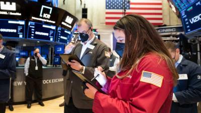 Dow Jones nhuốm sắc đỏ, Nasdaq Composite giảm 1%
