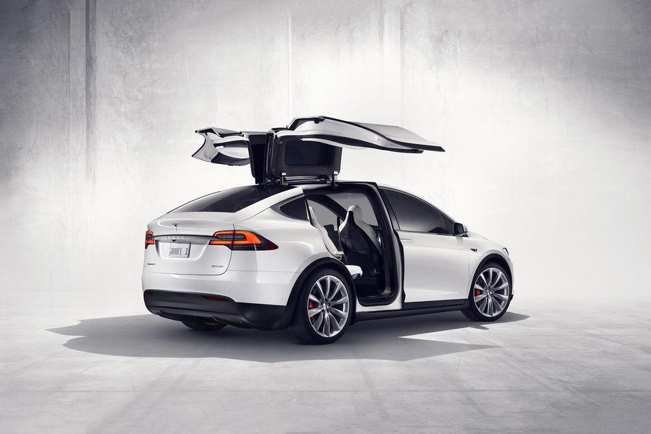 Cổ Phiếu Tesla: Áp Lực Với Nhiều Thông Tin Gây Bối Rối