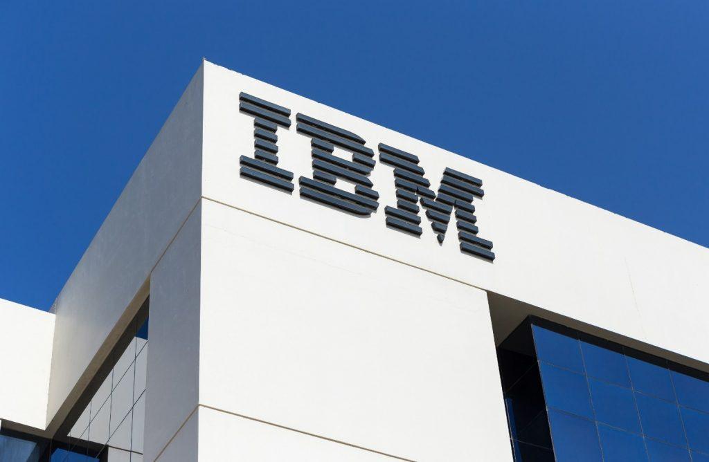 Lập Đỉnh Trong 52 Tuần – Có Nên Mua Lại Cổ Phiếu IBM?