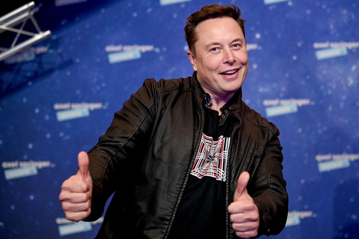 """Elon Musk """"Hẹn Hò"""" Tỷ Phú Richard Branson"""